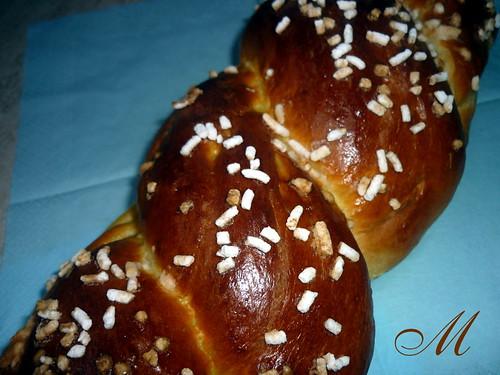 Treccia di pane dolce