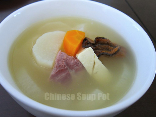 [Photo-Bowl of Diakon Tofu Dried Oyster Pork Soup]