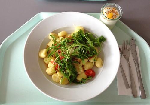 Gnocchi mit Ruccola & gedünsteten Kirschtomaten