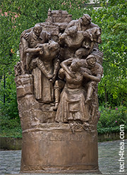 Statue commemorating the bravery and loyalty of Weinsberg's womenfolk.