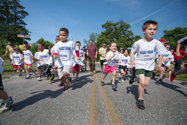 Family running race
