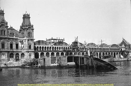 Barcelona, 29 de mayo de 1937, bombardeos sobre el puerto. by Octavi Centelles