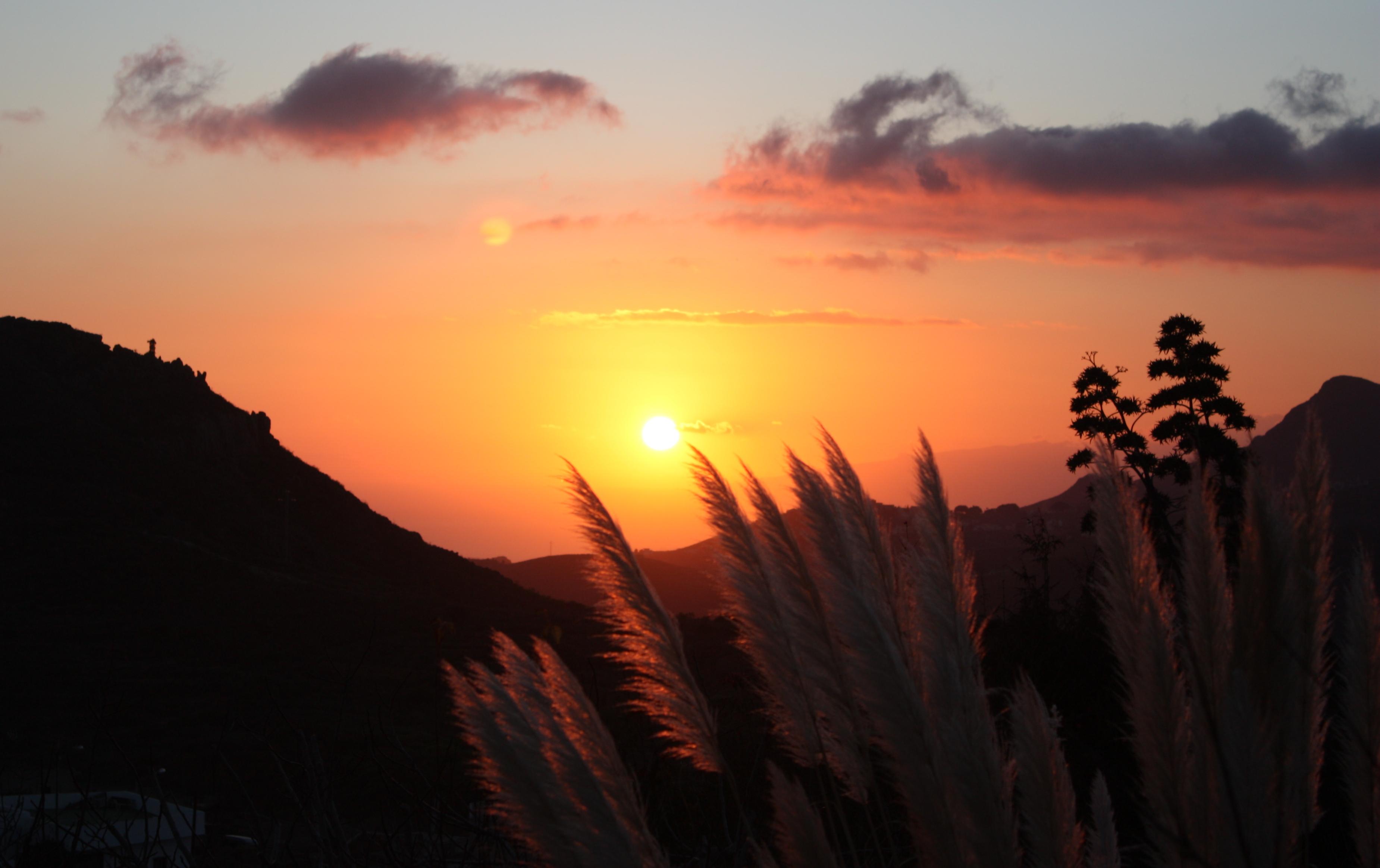 El sol llegando a La Gomera - The sun coming to La Gomera