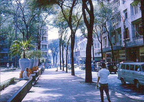 Saigon 1965-66 (1) - Tu Do Sreet