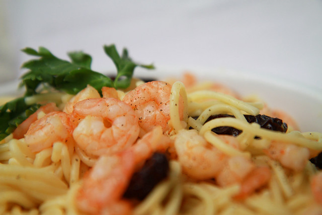 shrimps, dried tomato on pasta