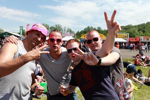 Pinkpop 2012 mashup foto - Hoeveel bier hebben jullie al op?