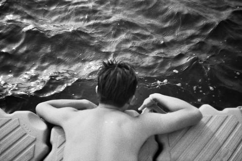 無料写真素材, 人物, 男性, 人物  後ろ姿, 人物  海, モノクロ