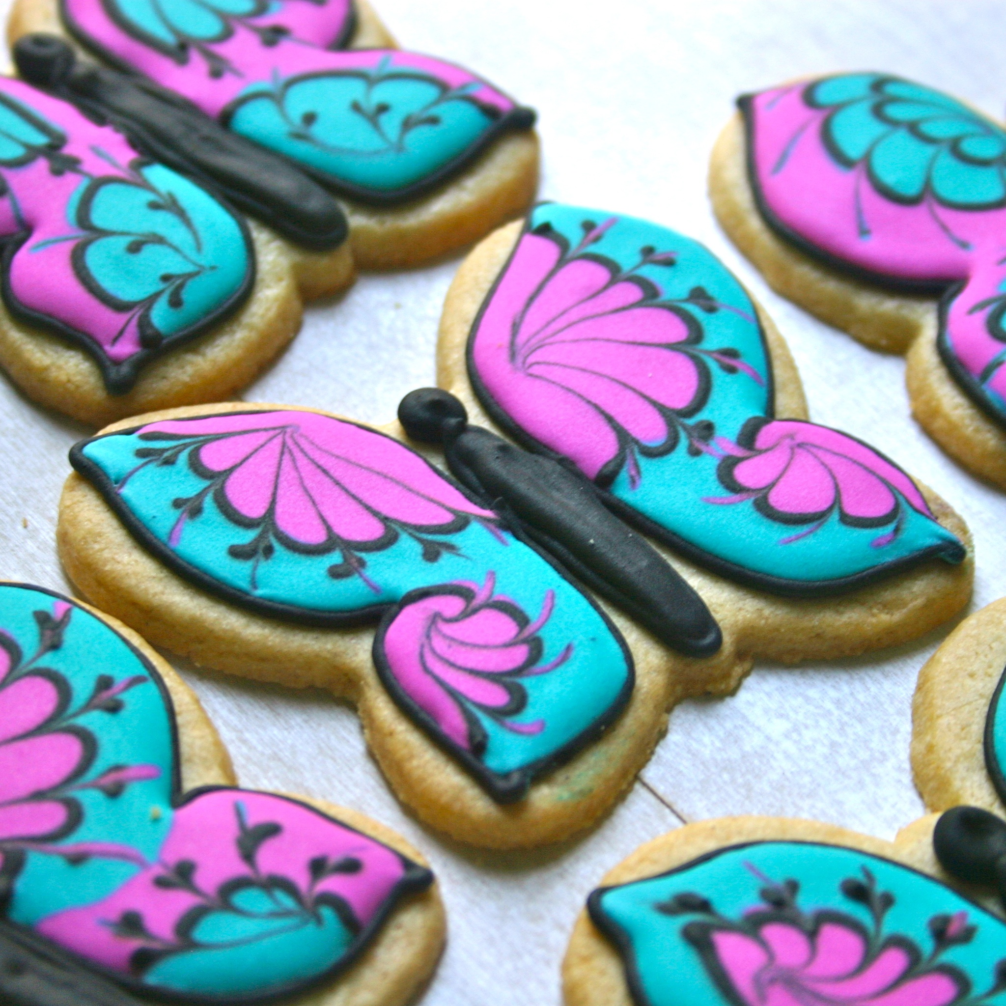 Jesicakes butterfly and circles decorating tutorials - How to decorate butterfly ...