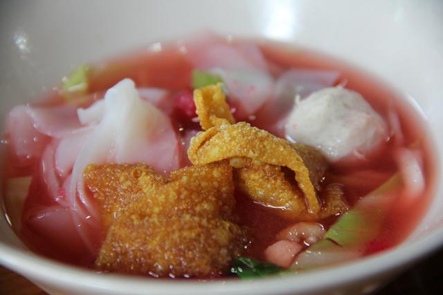 Yen Ta Fo (Noodles in Pink Broth) เย็นตาโฟ