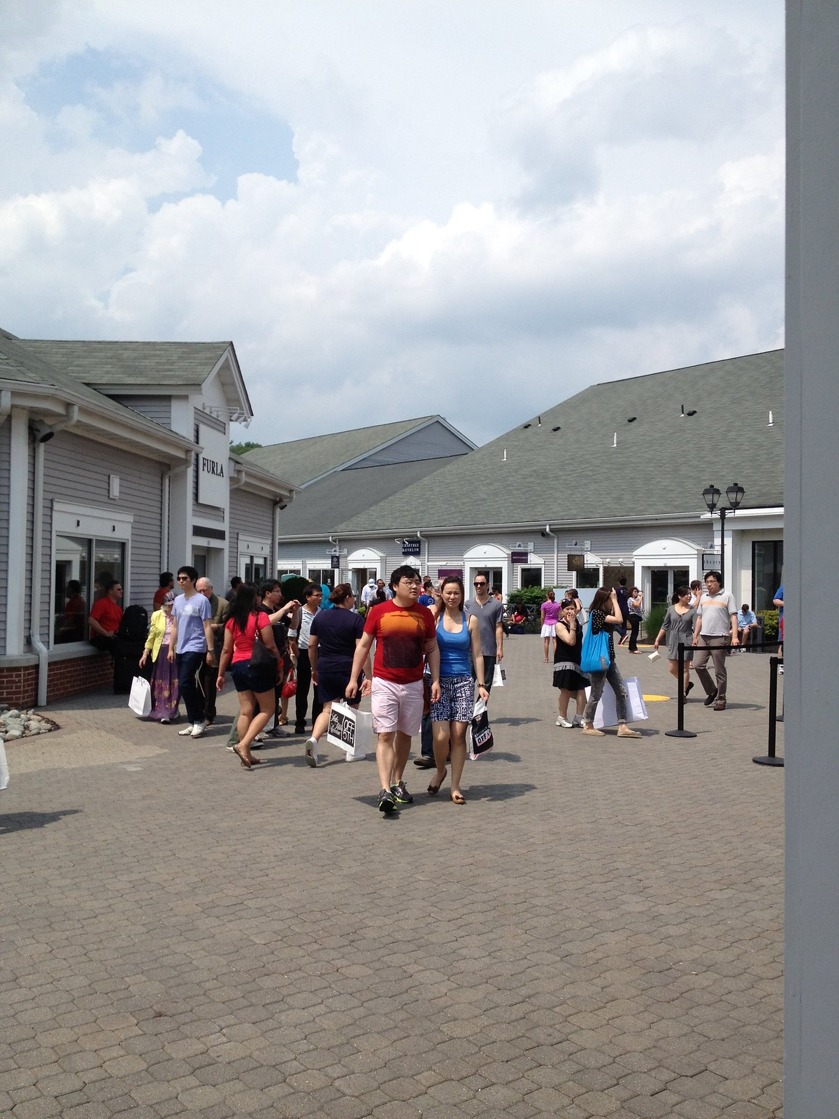 Woodbury (NY) United States  city photos gallery : Woodbury Common Premium Outlets – New York State | Tripomatic