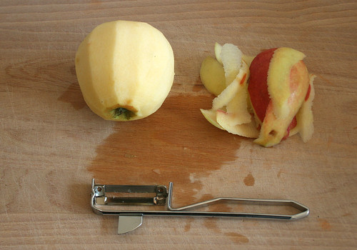 11 - Apfel schälen / Peel apple