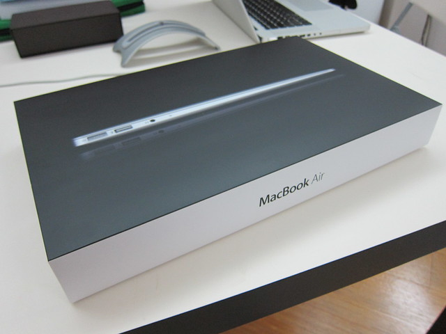Apple MacBook Air 13 Inch (Mid 2011) - Box