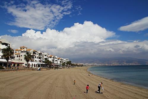Roquetas de Mar desde la playa