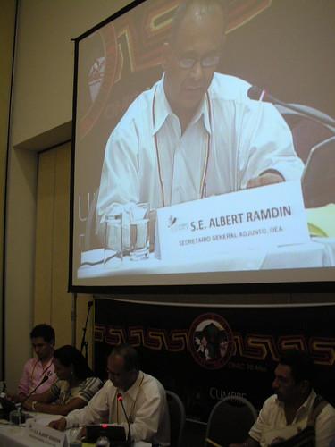 Albert Ramdin, Secretario General Adjunto da el cierre oficial al IV Foro Indígena que se desarrollo en la VI Cumbre de las Américas