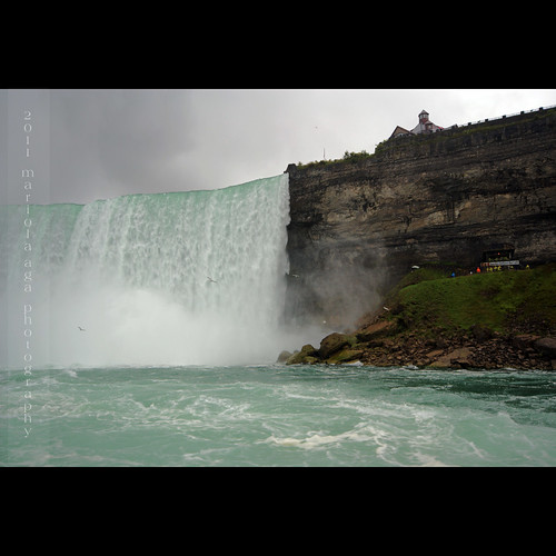 trip people cliff mist fall water rain square niagarafalls boat waterfall wideangle tourists horseshoefalls niagarariver rainyweather thegalaxy canadianside sailsevenseas