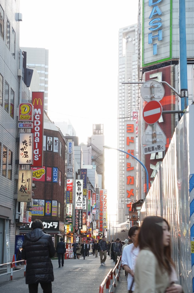 RICOH GXR A16 24-85mm F3.5-5.5 testshot at Shinjuku