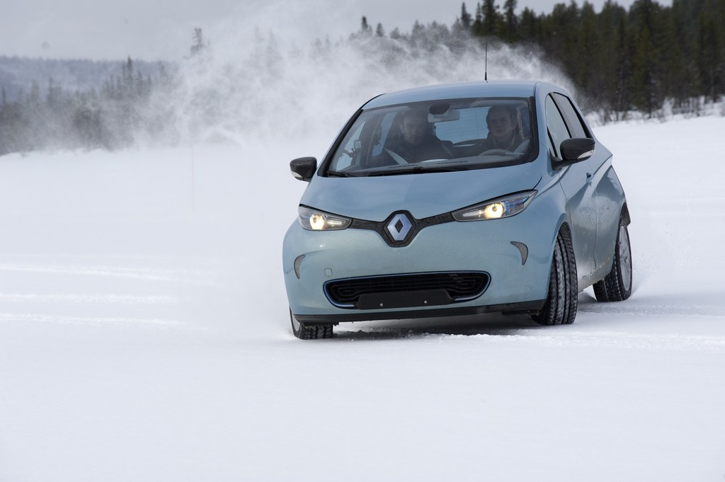 renault z e forums fluence kangoo zoe twizy fun in the snow. Black Bedroom Furniture Sets. Home Design Ideas