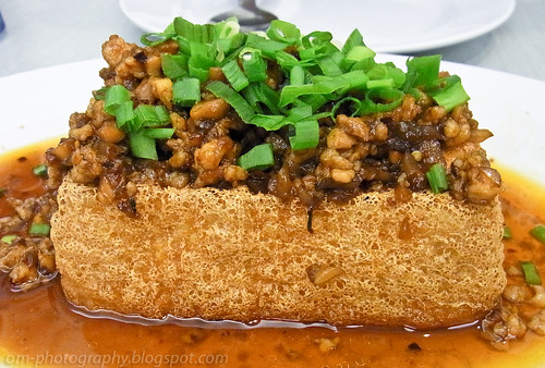 Golden tofu with minced meat R0017835 copy