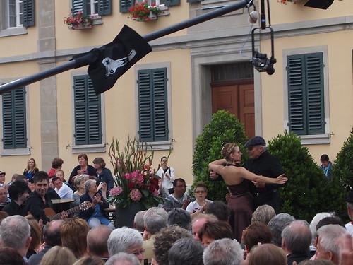 Das Duo Zisman / Fulgido wird von einem Tango-Tanzpaar begleitet.