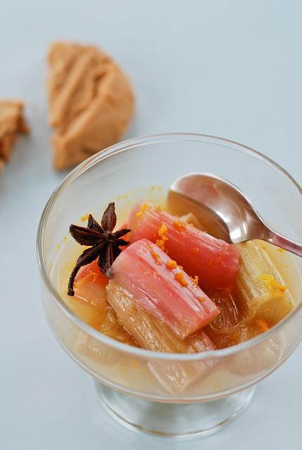 ahjus küpsetatud rabarber apelsini, tähtaniisi ja kaneeliga/roasted rhubarb with orange and spices