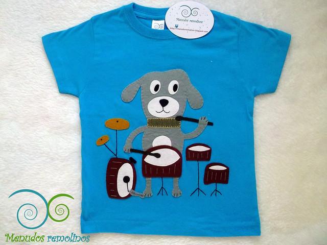 Camiseta perro tocando la batería