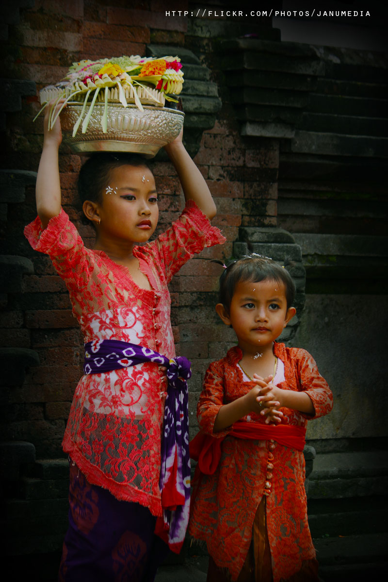 balinese girl image : Little girls from Kintamani