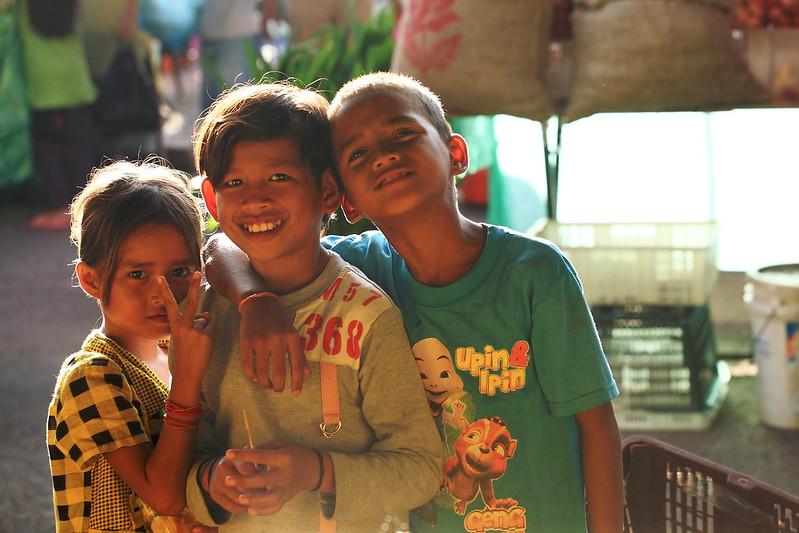 拿起相機,向被攝者微笑,他也會回以善意。 畢竟微笑是地球共通語言