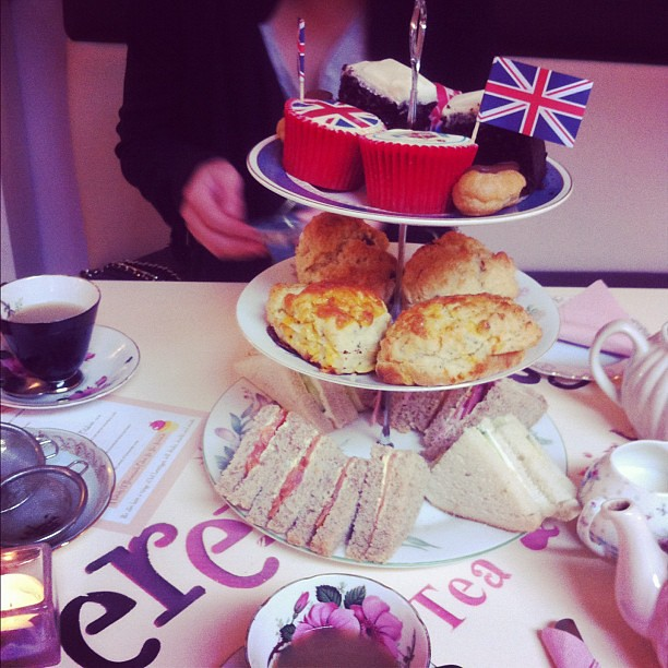 Tea for two with @katytrouble @serendipitytnt