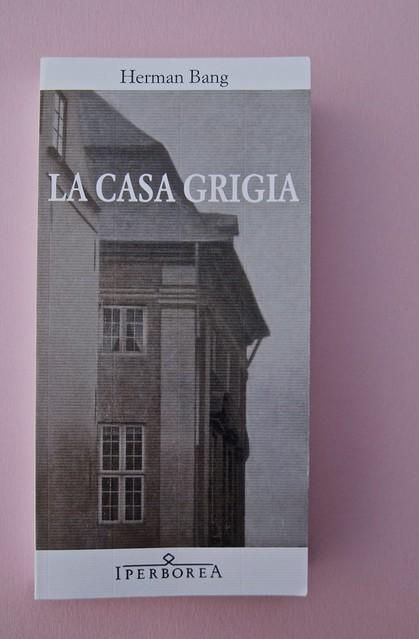 Herman Bang, La casa grigia, Iperborea 2012; [resp. grafiche non indicate]. Copertina (part.), 1