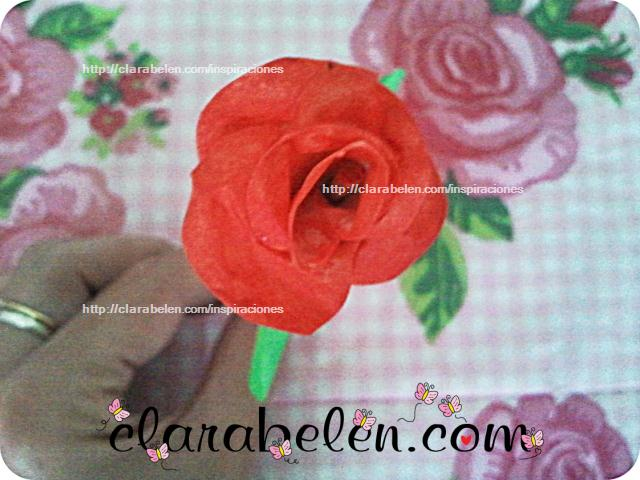 Rosa hecha con cinta adhesiva de pintor