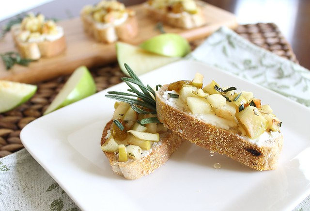 Apple and goat cheese crostini