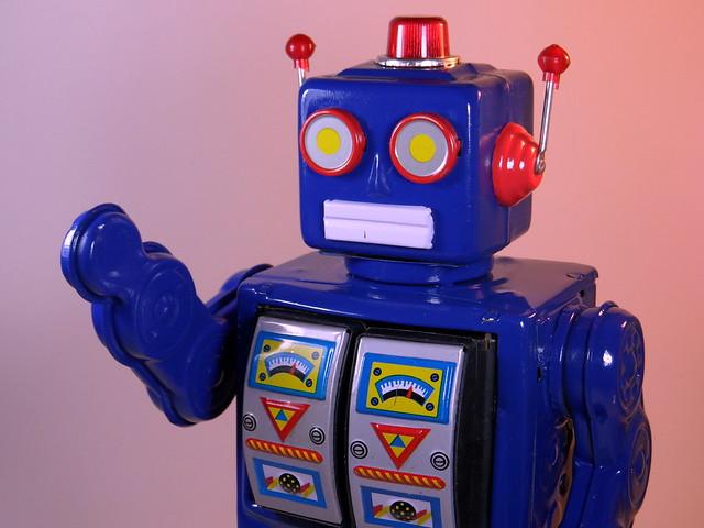 Schylling – Robot 2008 ME100 - Close Up 1