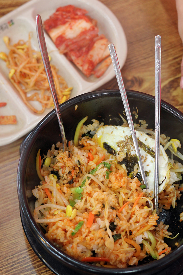 South korean food 29 of the best tasting dishes korean bibimbap hotpot mixed rice dolsot bibimbap forumfinder Choice Image