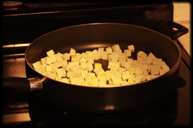 tofu in the pan with olive oil