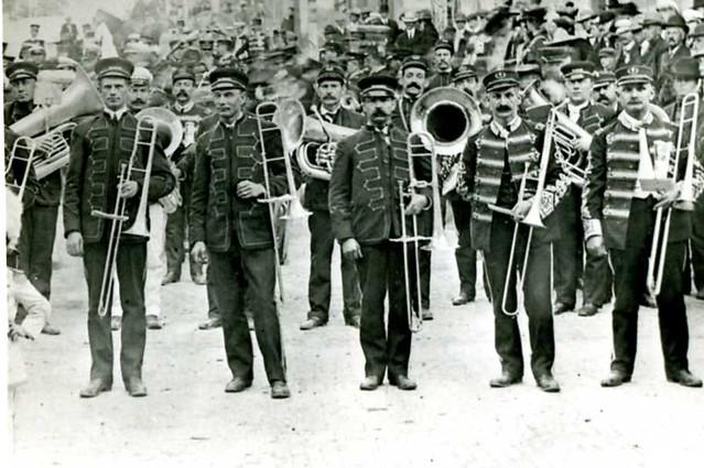 Roberts Parade band