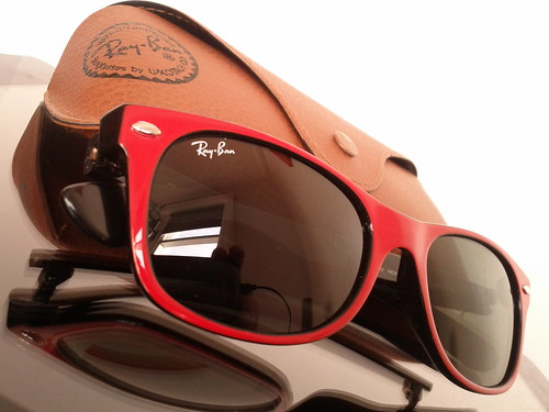 Ray Ban 2132 769 Wayfarer Type 2 in red on black