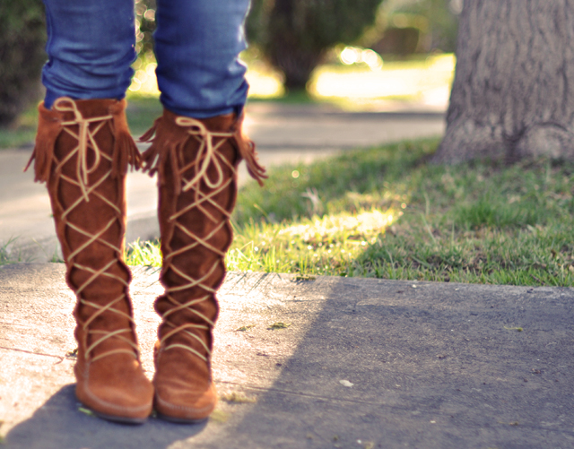 Minnetonka Moccasins boots- suede fringe lace up boots