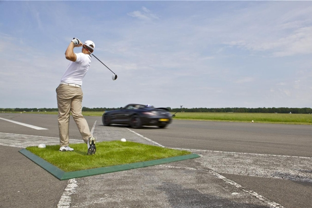 Mercedes-Benz SLS AMG golf trick