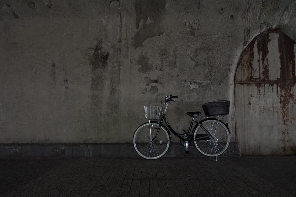 ガード下のママチャリ 2012/06/05 OMD51046