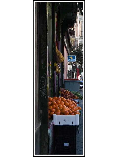 Madrid Vertical # 49 - Puesto de Fruta en Embajadores