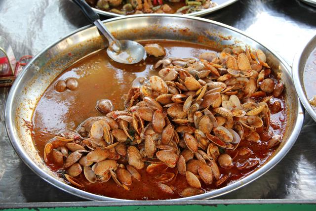 Hoy Lai Prik Pao (Chili Fried Clams) หอยลายพริกเผา