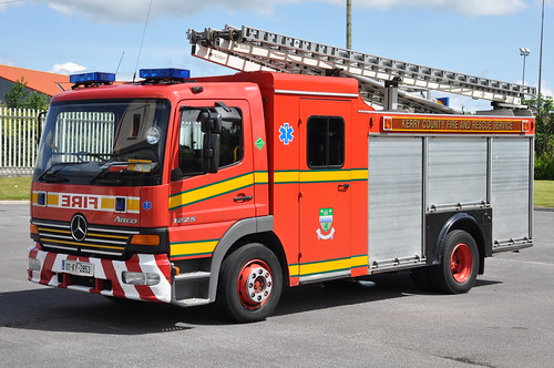 county blue light red rescue water truck fire mercedes benz ky engine kerry pump lorry browns service fireengine ladder flashing yankee brigade firebrigade 1225 listowel kilo atego 13a2 wrl 01ky2053