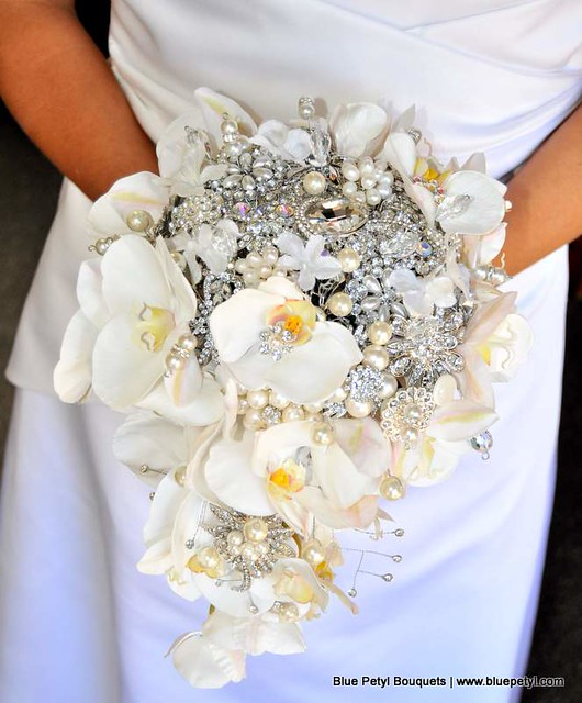 how to make a cascading orchid bouquet