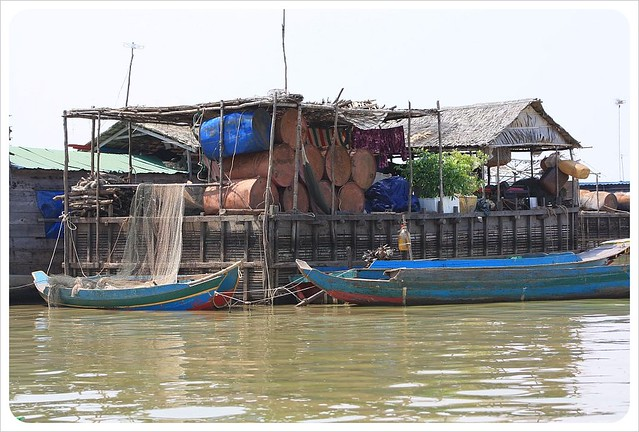tonle sap floating village house