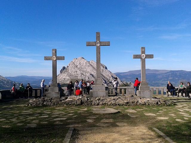 Visitantes en el Mirador del Calvario de Urkiola