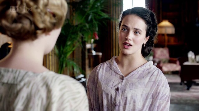 DowntonAbbeyS02E07_Sybil_lavenderchecked