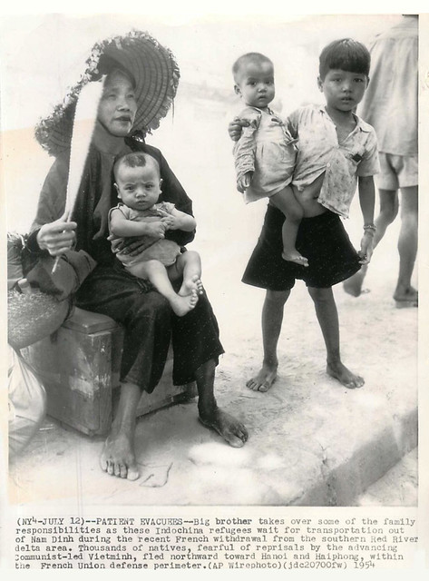 1954 Indochina Refugee Family Await Transport from Nam Dinh - Press Photo