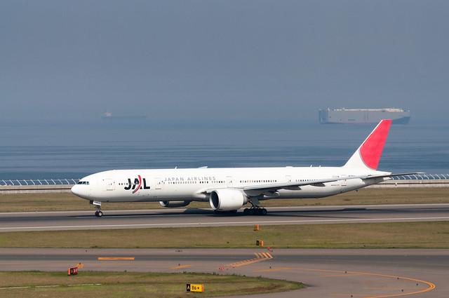JAL JA733J B777-346ER
