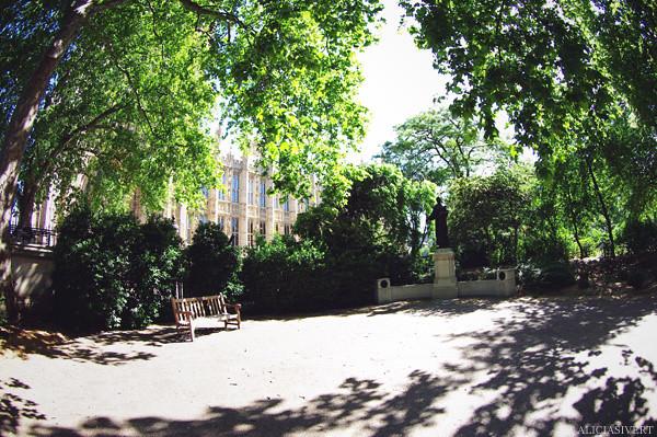 aliciasivert, alicia sivertsson, london, england, Victoria Tower Gardens, emmeline pankhurst, statue, staty