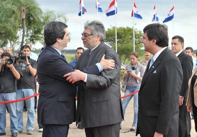 Fernando lugo recibe el saludo del ministro del interior for Escuchas del ministro del interior